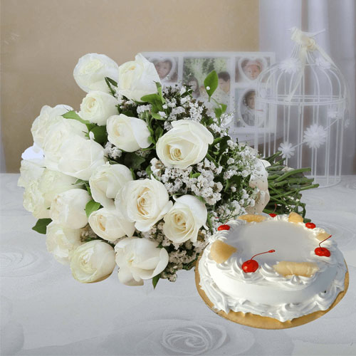 10-White-Roses-and-1-2-KG-Pineapple