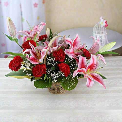 Round-Basket-of-7-Pink-Lilies-&-7-Red-Carnations
